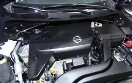 Vệ sinh khoang máy ô tô với Quy trình Chuẩn An Toàn