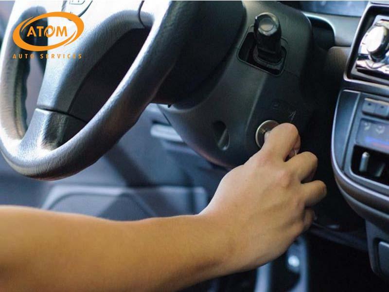 Động cơ ô tô khởi động yếu hoặc kéo dài là dấu hiệu cần thay ắc quy ô tô