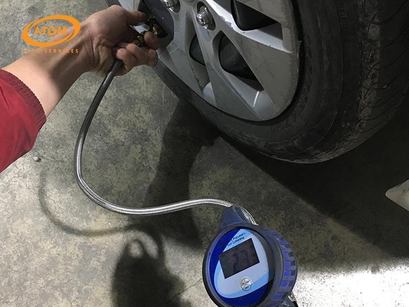 Áp suất lốp không đúng tiêu chuẩn là nguyên nhân hàng đầu khiến lốp ô tô nhanh hỏng