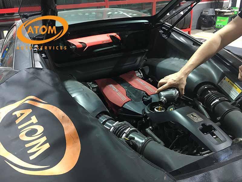 Thay dầu ô tô định kỳ để đảm bảo động cơ luôn hoạt động trơn tru, ổn định