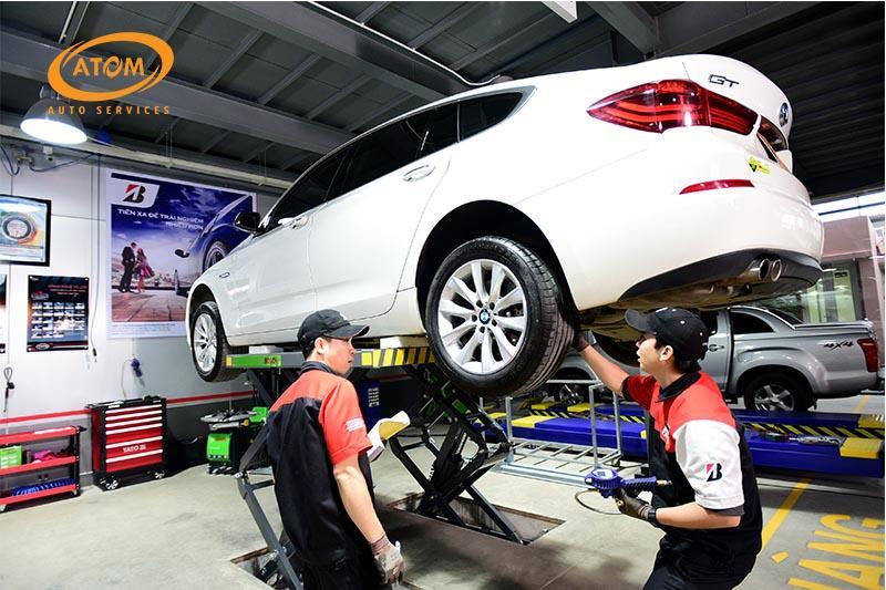 Atom Auto Services có quy trình sơn phủ gầm chuyên nghiệp chuẩn quốc tế