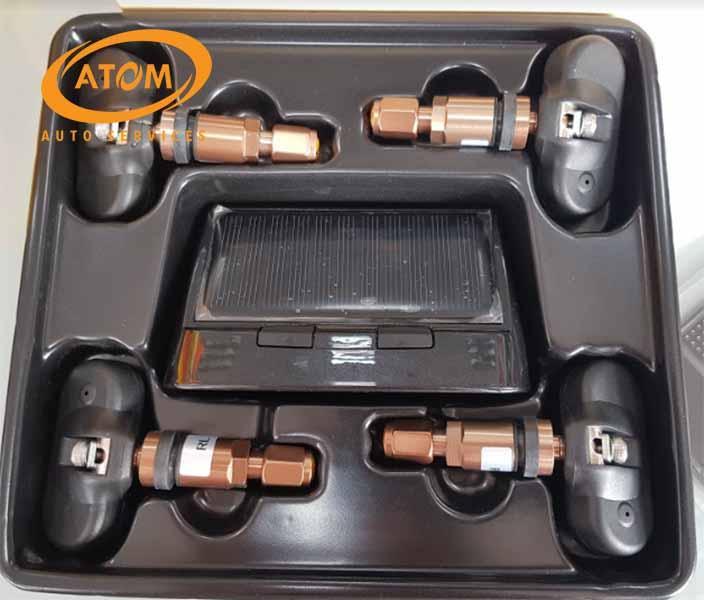 Lắp van cảm biến giúp theo dõi áp suất lốp dễ dàng