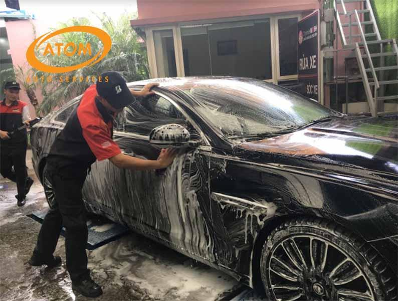 Rửa xe ô tô thường xuyên để chiếc xế hộp của bạn luôn sạch bóng như mới