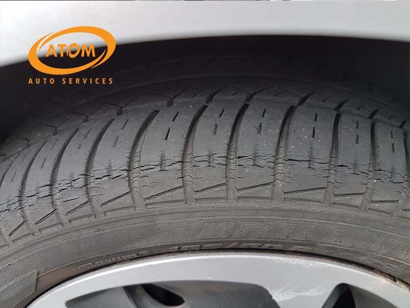 Thay lốp khi lốp đã có dấu hiệu lão hoá, nứt chân chim hay bị phồng rộp