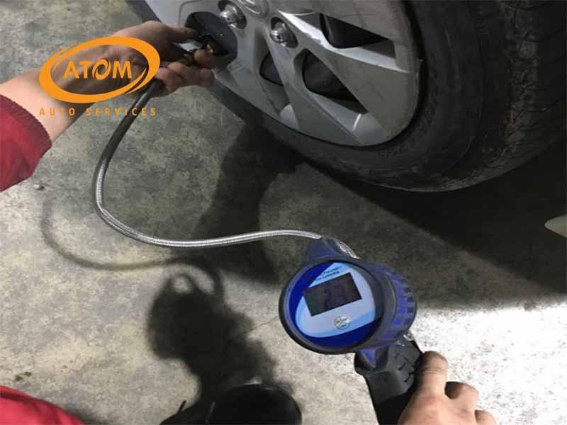 Cần liên tục theo dõi đông hồ trong quá trình bơm lốp