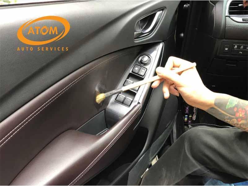 Tại Atom Auto Services sử dụng các hóa chất, trang thiết bị vệ sinh an toàn hiện đại