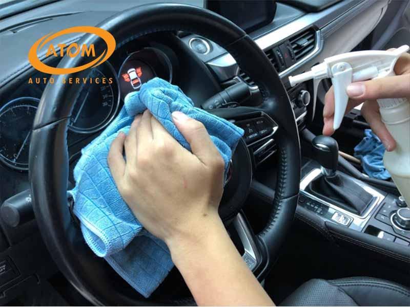 Vệ sinh và bảo dưỡng nội thất ô tô thường xuyên là việc rất cần thiết