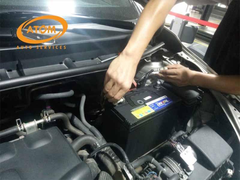 Quy trình kiểm tra và bảo dưỡng ắc quy ô tô tại Atom Auto Services