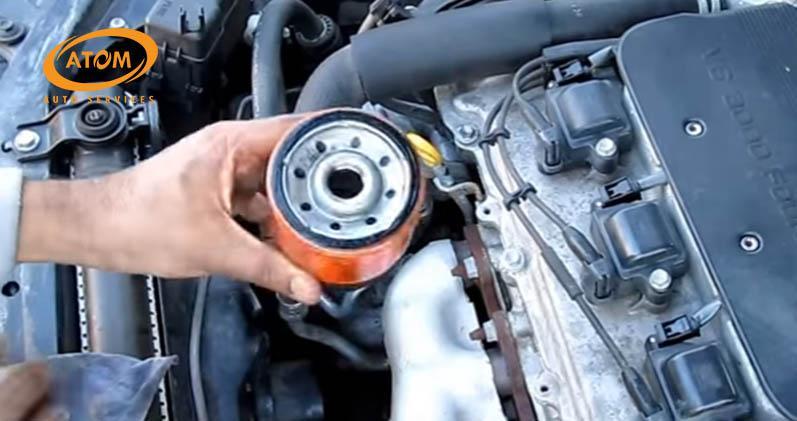 Thay cốc lọc dầu ô tô định kỳ là việc làm rất cần thiết