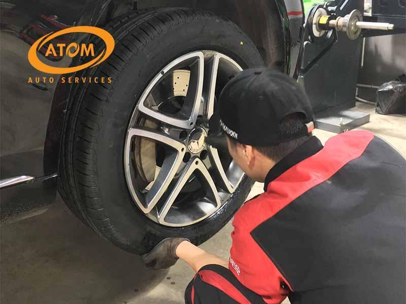 Thay lốp ô tô đòi hỏi đội ngũ kĩ thuật viên giáu kinh nghiệm và được đào tạo bài bản