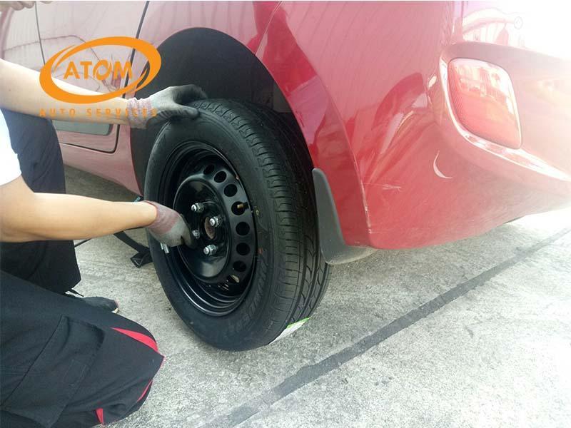 Thay lốp dự phòng cần thực hiện theo đúng thao tác để đảm bảo an toàn