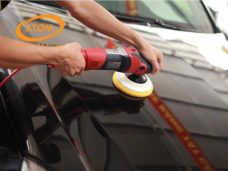 Đánh bóng sơn xe quá nhiều hoặc không đúng cách sẽ khiến lớp sơn bị mài mòn nhanh chóng