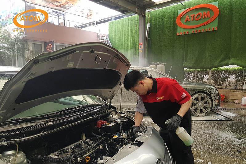Nên vệ sinh khoang máy ô tô định kỳ 6 tháng / lân