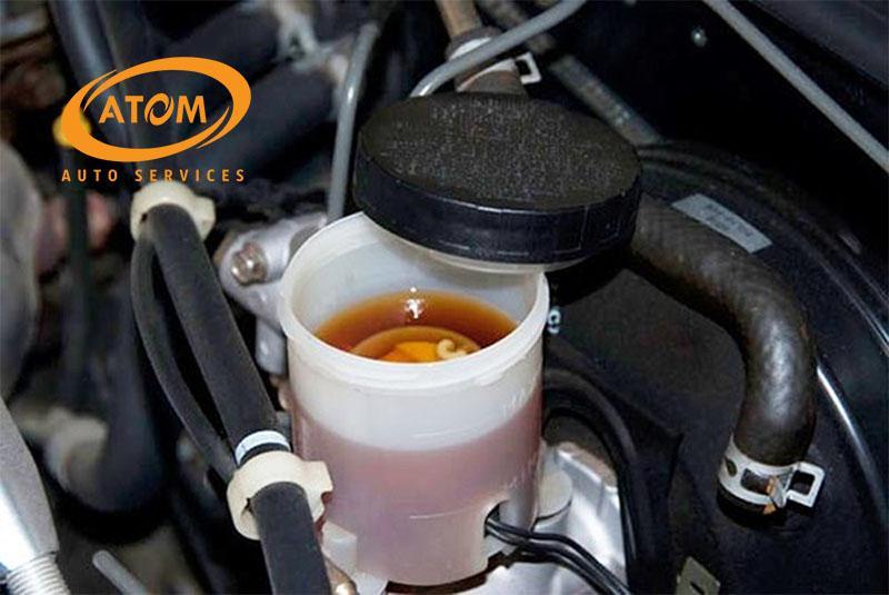Thay dầu phanh ô tô định kỳ để đảm bảo an toàn