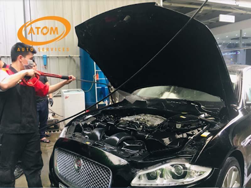 Quy trình vệ sinh khoang máy ô tô tại Atom Auto Services an toàn tuyệt đối