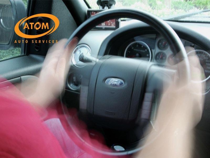 Xe bị rung lắc khi phanh là dấu hiệu cần thay má phanh ô tô