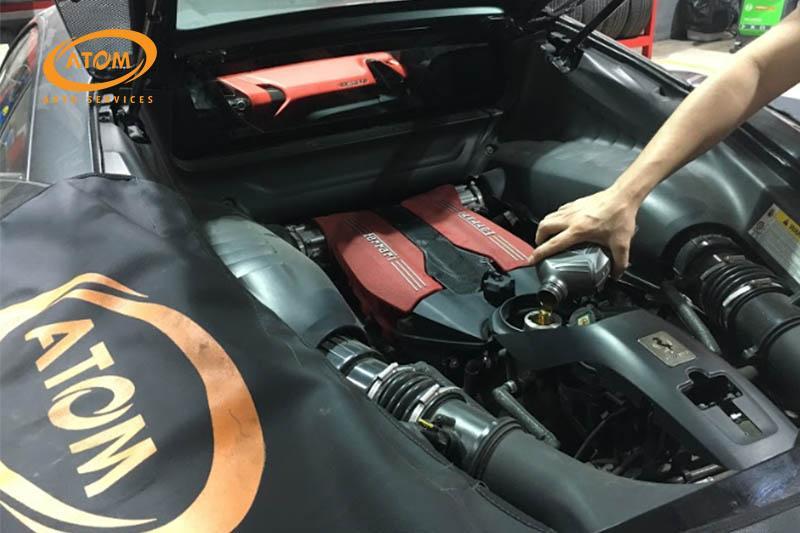 Thời gian thay dầu ô tô còn phụ thuộc vào thời gian sử dụng, điều kiện vận hành xe và tuổi đời của xe