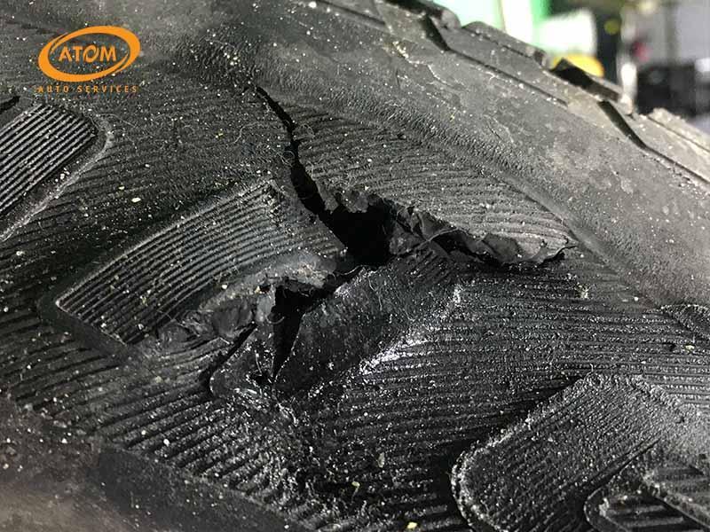 thay lốp xe ô tô mới khi lốp gặp hỏng hóc không thể khắc phục