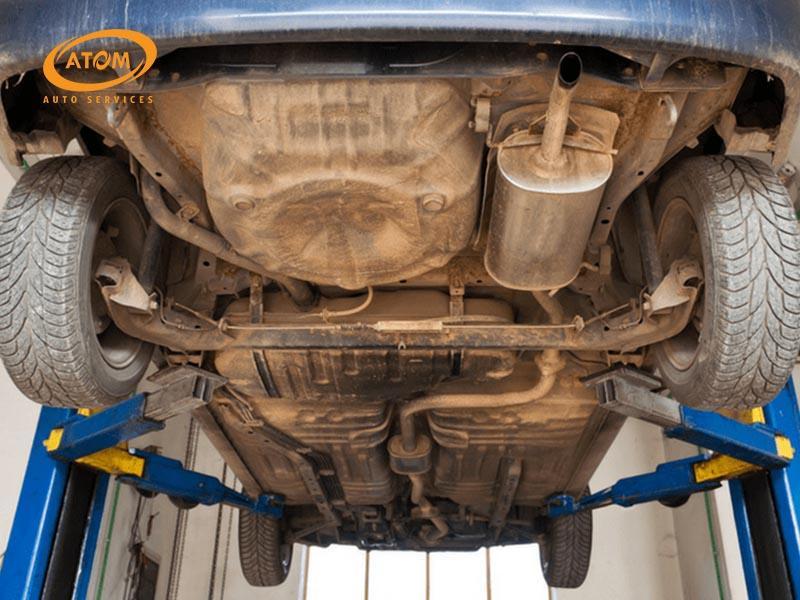 Nước và hoá chất chính là nguyên nhân hàng đầu khiến gầm xe ô tô bị rỉ sét, ăn mòn