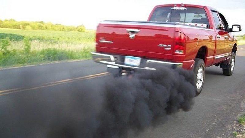 Kim phun bị tắc khiến xe sinh ra nhiều khí thải hơn