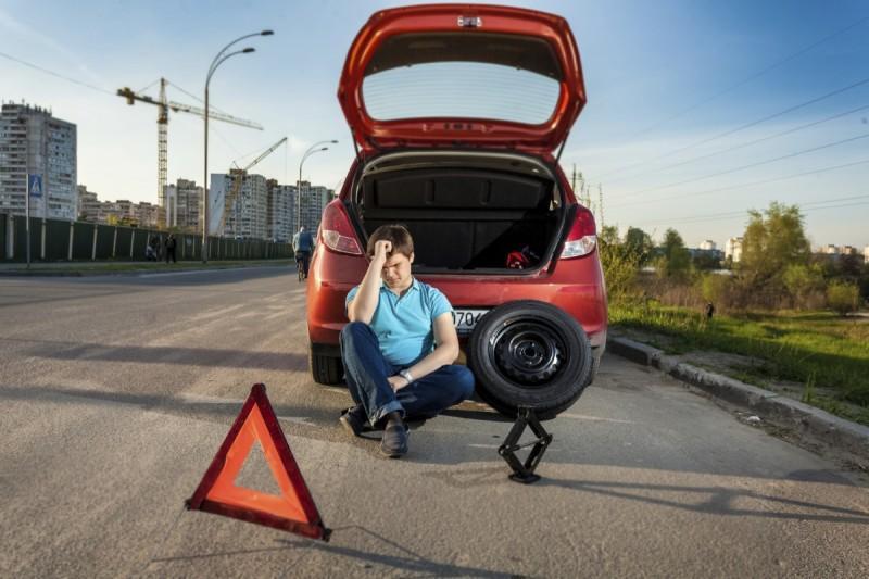 Bạn đang gặp sự cố về lốp hãy liên hệ ngay Atom Auto Services