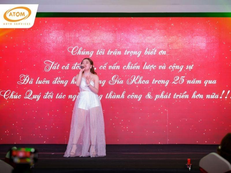 """Bài hát """"Cảm ơn"""" như lời tri ân của Gia Khoa gửi đến khách mời tại sự kiện"""